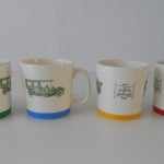 1965 (21) beker in 4 kleurvarianten. (Foto IvW)