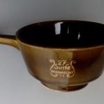 1971 (27) soepkommetje in bruin, door keramisch bedrijf 'De Toekomst', Oosterhout' (collectie Arnold van Norden)